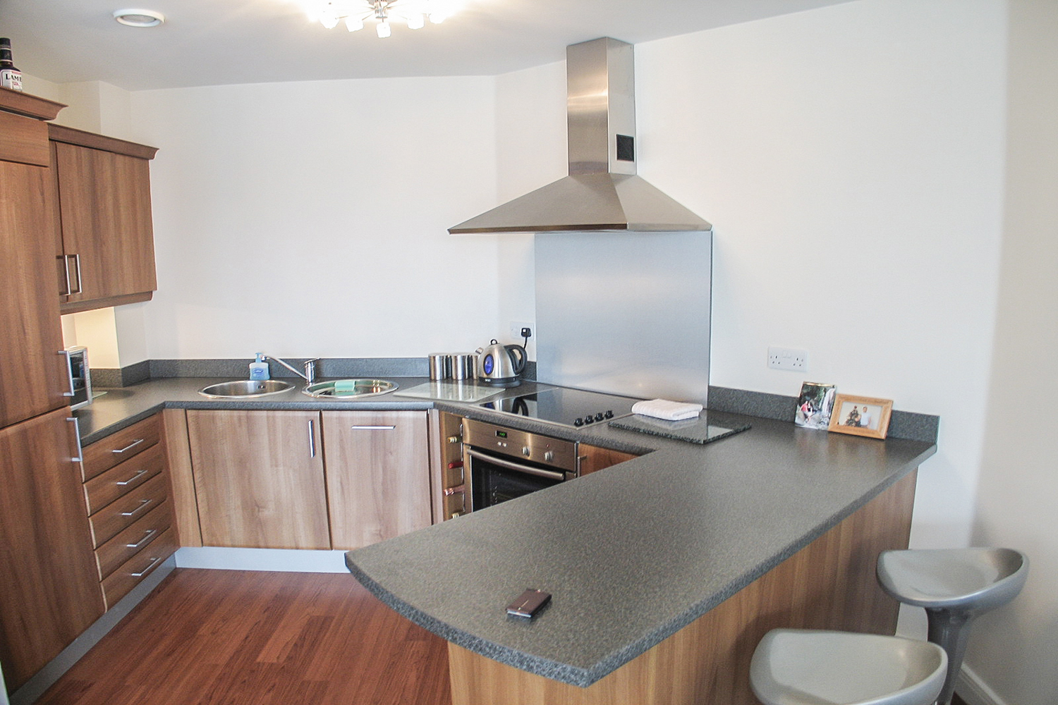 3 70 cameronian square kitchen - Sanderson Young
